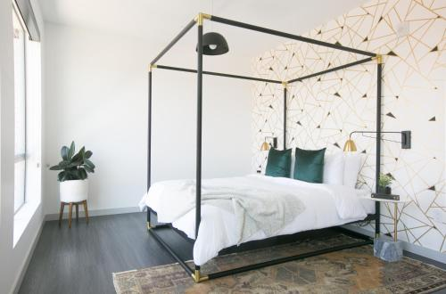 A bed or beds in a room at Sonder — The Earnest