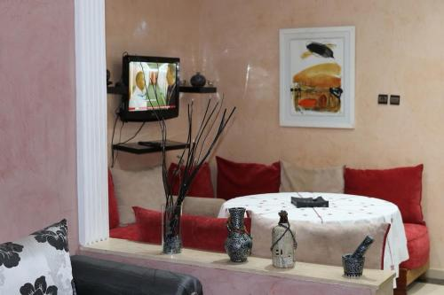 A television and/or entertainment center at Appartement Deroua Casablanca