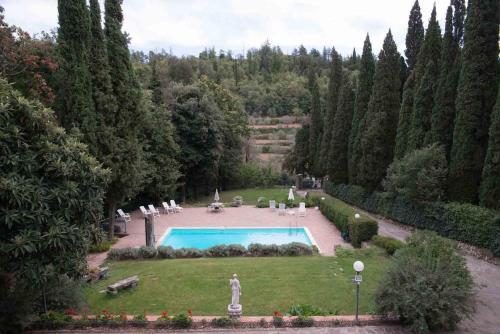 Vista sulla piscina di Villa Sargiano o su una piscina nei dintorni