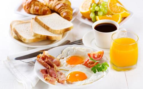 Breakfast options available to guests at Arra Suites