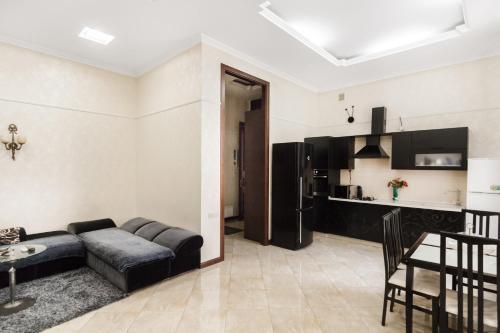Кухня или мини-кухня в Downtown Prestige Apartment