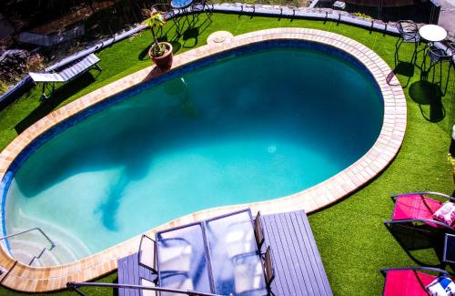A view of the pool at Coral Sea Vista Apartments or nearby