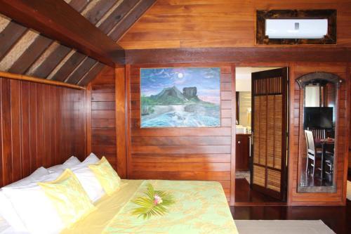 Un ou plusieurs lits dans un hébergement de l'établissement Bora-Bora Bungalow and Bora-Bora House