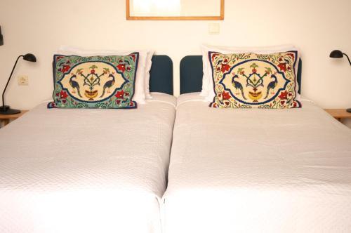 A bed or beds in a room at Τhe White Houses