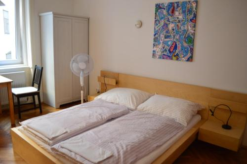 A bed or beds in a room at Central inner courtyard apartment