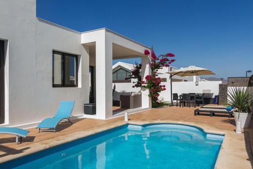 The swimming pool at or close to Villa Carmen- Lanzarote