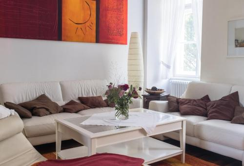 A seating area at Spacious old town luxury apartment