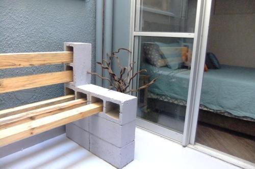 A bunk bed or bunk beds in a room at Apartamento Requintado no Gasômetro