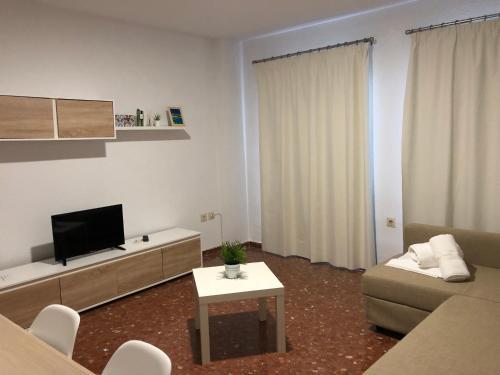 Una televisión o centro de entretenimiento en Apartamentos Gav