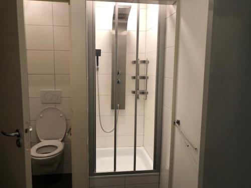 A bathroom at appartement Buiten Nieuwstraat