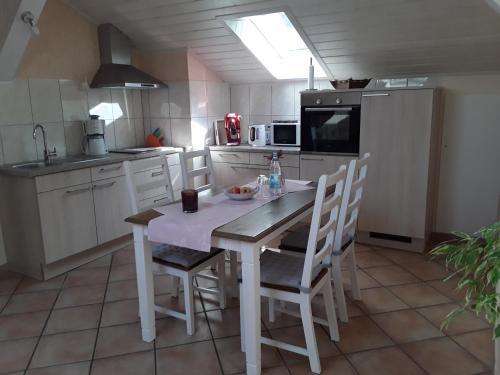 Küche/Küchenzeile in der Unterkunft Ferienwohnung am Zeitenweg