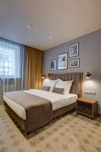 Кровать или кровати в номере V Hotel Sadovaya