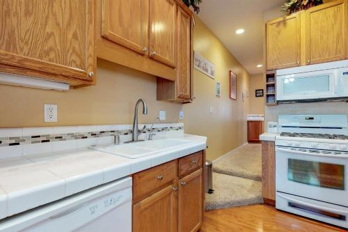 A kitchen or kitchenette at Pismo Sands