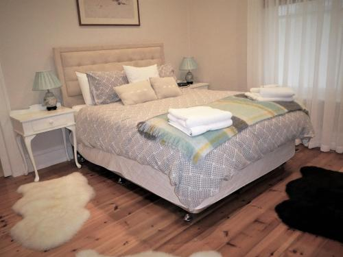 A bed or beds in a room at Fairbank House