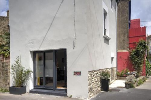 The facade or entrance of Le 22 grand rue