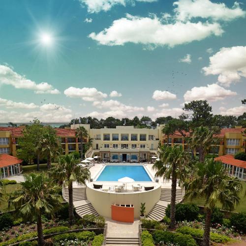 A piscina localizada em Punta del Este Resort & Spa (Ex Mantra) ou nos arredores