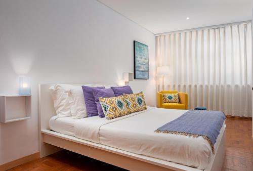 A bed or beds in a room at Oporto Stories Apartments