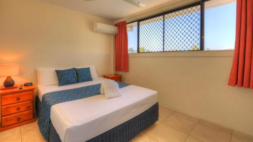 A bed or beds in a room at Sky View Units Bowen
