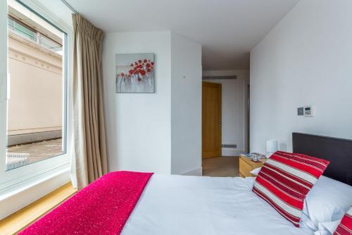 Un ou plusieurs lits dans un hébergement de l'établissement Luxury Riverside Home