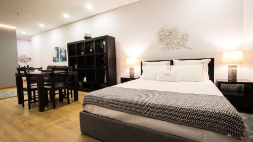 A bed or beds in a room at Bugalha My Loft Douro 4