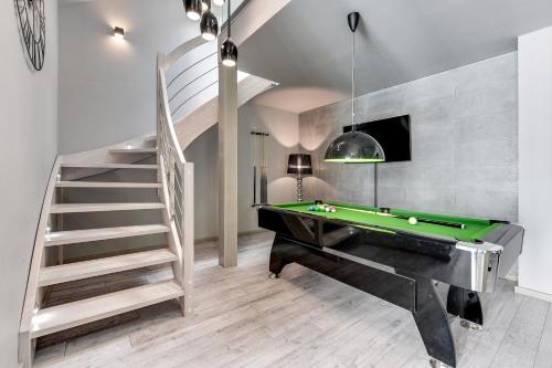 Biliardo stalas apgyvendinimo įstaigoje Apartamenty Apartinfo Waterlane