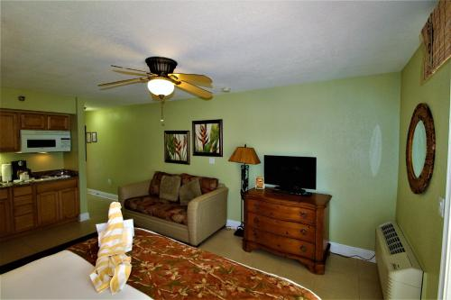 A television and/or entertainment center at Beso Del Sol #206 One-bedroom Apartment