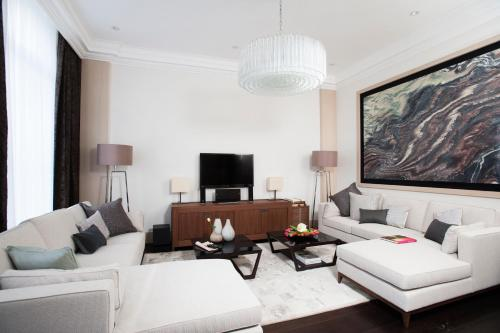A seating area at Claverley Court Apartment Knightsbridge