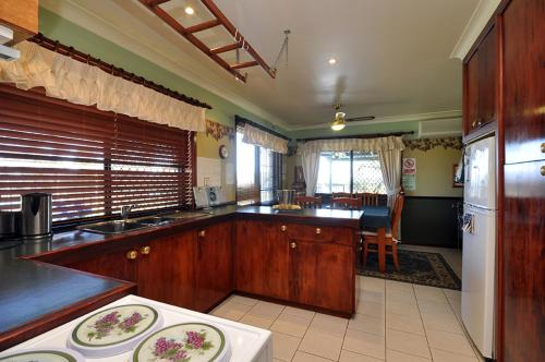 A kitchen or kitchenette at Talga Escape Rothbury with pool and views