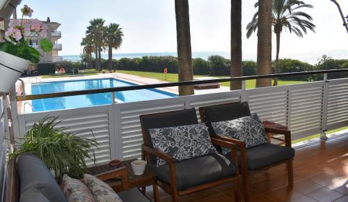 A view of the pool at Sanpan Be my Guest Castelldefels or nearby