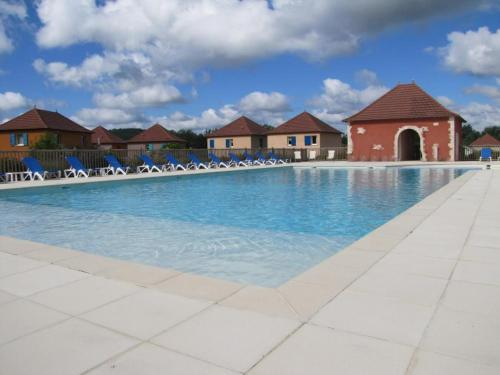 The swimming pool at or near Résidence Claire rive