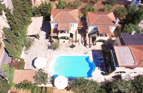 Uitzicht op het zwembad bij Villa Nika of in de buurt