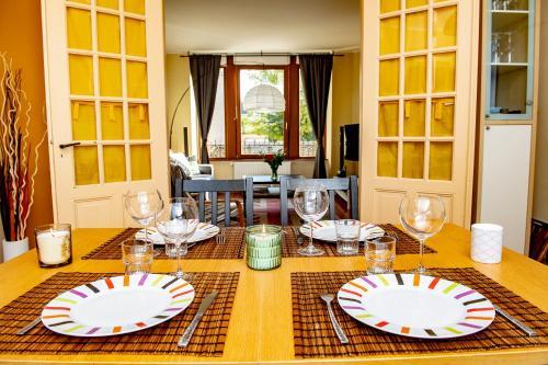 Restaurant ou autre lieu de restauration dans l'établissement L'Enchantraine