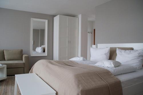 Ein Bett oder Betten in einem Zimmer der Unterkunft Apartment Hotel Lindeneck