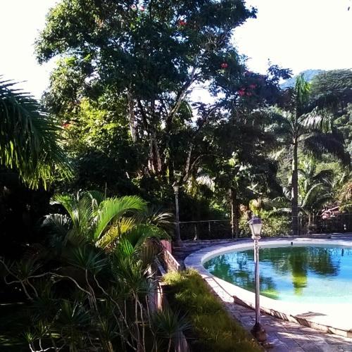 The swimming pool at or near Pousada Sitio Araribá