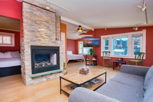 A television and/or entertainment center at Beautiful Bungalow near Little Italy and Downtown SD