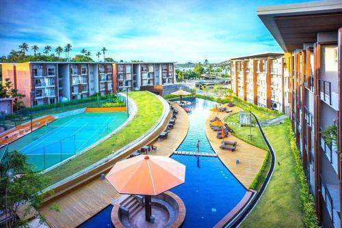 Ein Blick auf den Pool von der Unterkunft Club Replay Apartment oder aus der Nähe