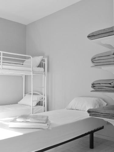 A bunk bed or bunk beds in a room at L'Auberge du Pelerin et du Voyageur