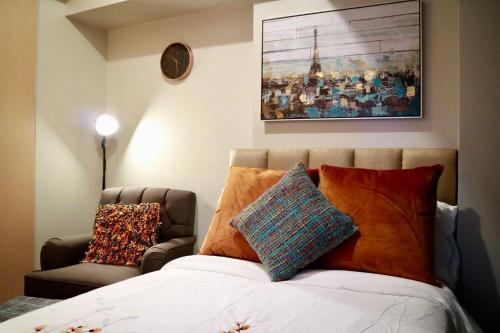 A bed or beds in a room at Stylishly Luxurious Unit w/ Netflix and Fiber