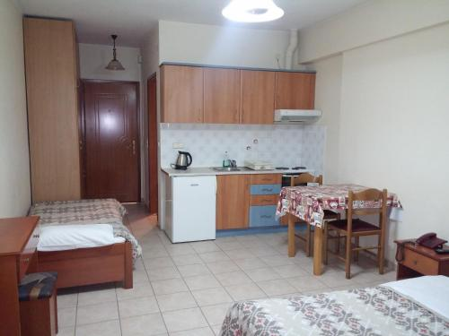 A kitchen or kitchenette at HotelApart Filoxenia