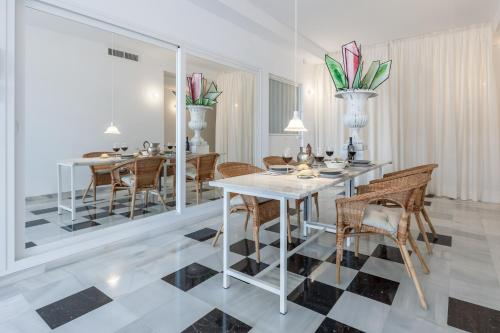 A restaurant or other place to eat at Apartamento deluxe calle Imagen