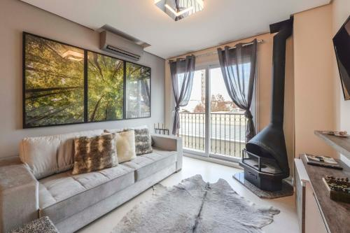 Uma área de estar em Centro de Canela Apartamento Lindo