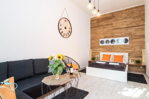 A seating area at Cracow Best Location Apartment