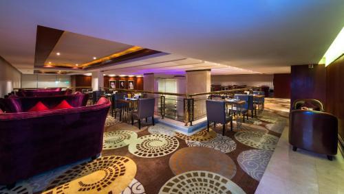 The lounge or bar area at Boudl Al Shatea