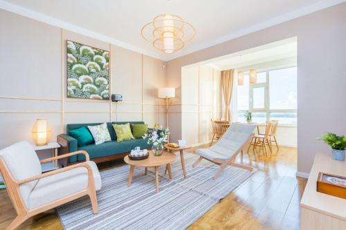 A seating area at Harbin Daoli·Central Street· Locals Apartment 00165600