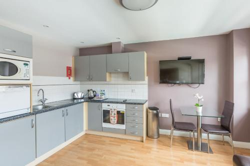 A kitchen or kitchenette at House of Fisher - City Wall House