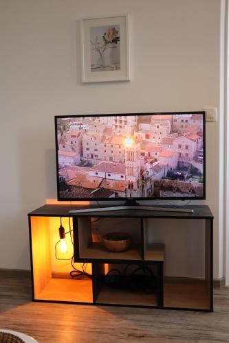 Televízia a/alebo spoločenská miestnosť v ubytovaní The Luxury Marija Apartment