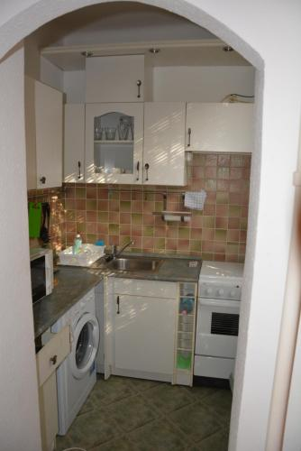 A kitchen or kitchenette at Epres Flat