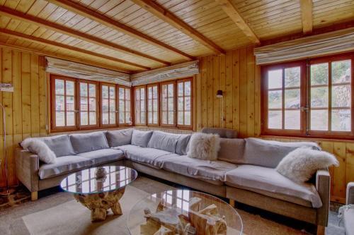 A seating area at Magnifique chalet pour 10 personnes à Vercorin