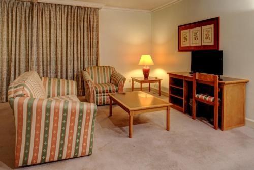 A seating area at VIP Executive Marques Aparthotel