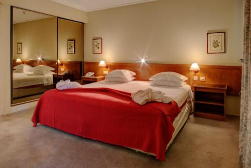 A bed or beds in a room at VIP Executive Marques Aparthotel